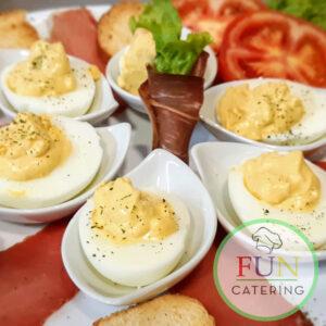 Punjena jaja sa prsutom
